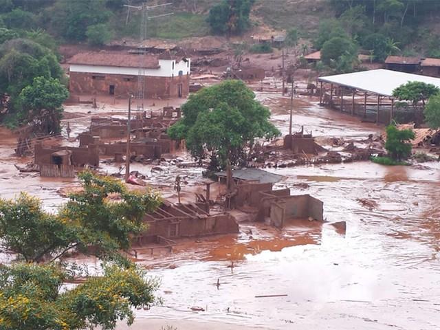 Paracatu de Baixo foi destruído pela lama. — Foto: Raquel Freitas / G1